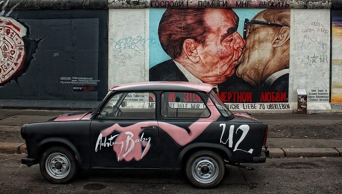 mur berliński east side gallery